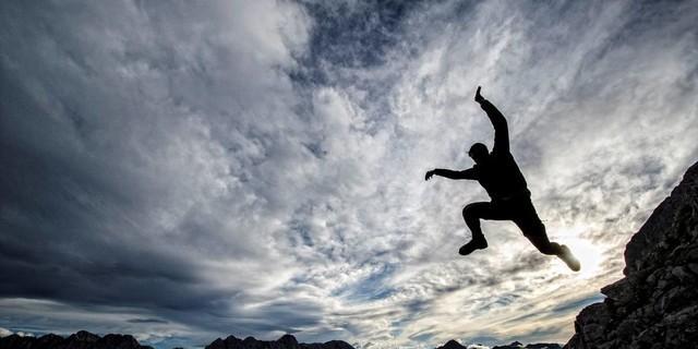 Christian Wild, Sprung in die Wolken, Karwendel. Foto: Heinz Zak
