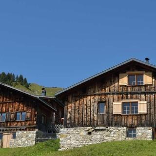 Holz aus Tradition: Der Baustil im Großen Walsertal ist charakteristisch und sympathisch. Foto: Stefan Herbke