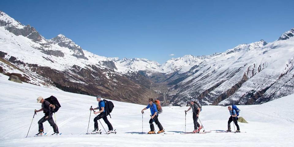 Hoch über dem Urserental: Auch in schneearmen Wintern ist ab Realp meist genug Weisses unter den Brettern zu finden. Foto: Folkert Lenz