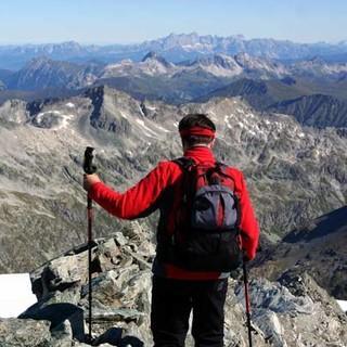 Abstieg vom Ankogel - Extratour mit Bonus: Wer dem Ankogel zu Kopfe steigt, kann den Abstieg über den Ostgrat nehmen – mit Blick zur Dachsteingruppe.