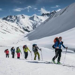 Jugendleiter*innen auf Skitour-Fortbildung, Foto: JDAV/Christoph Hummel