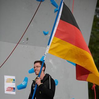 Erfolgreich unter deutscher Flagge: Nils Helsper beim Einzug des German Paraclimbing Teams. Foto: Sytse van Slooten