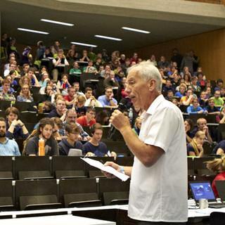 Grußwort von Karl Leonhardt, Vorsitzender der Sektion Tübingen. Foto: JDAV/Ben Spengler