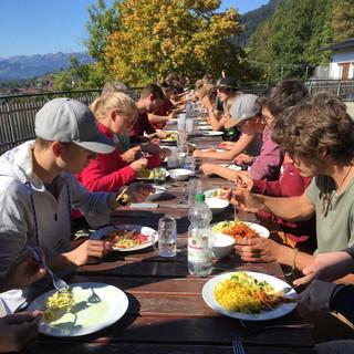 Mittagessen auf der Jubiterrasse. Foto: Kathrin Weber