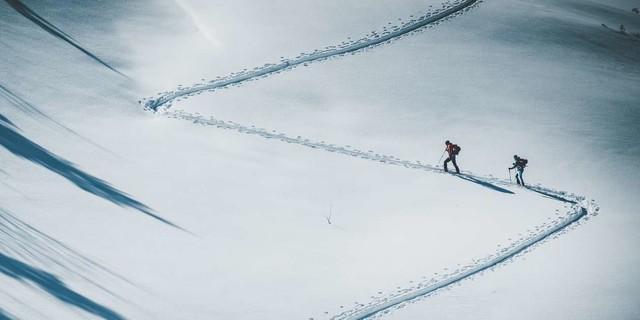 Ob Freeriden, Ski- oder Schneeschuhtouren: Wen im Winter die weiße Pracht lockt, sollte ein paar Dinge beachten. Foto: DAV/Daniel Hug