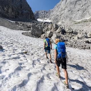 Nordseitig muss man auch im Mai mit Schnee bis herunter auf 1500 m rechnen. Foto: DAV/Wolfgang Ehn