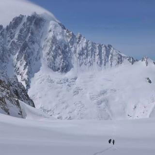 Was für ein Berg: Rückblick zur Aiguille Verte vom Col du Chardonnet, Foto: Stefan Herbke