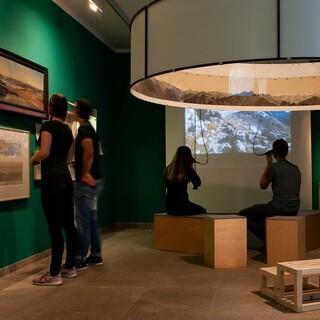 """Blick in die Ausstellung """"Die Berge und wir"""". Foo: DAV/Alpines Musem"""