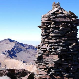 Gipfel! Auf dem Mulhacen, dem höchsten der Sierra Nevada – hinten der Veleta. Foto: Josef Schlegel