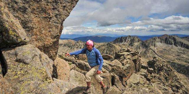 Auf dem Gipfelgrat des Pic de Peguera muss man schwindelfrei sein. Foto: Annika Müller