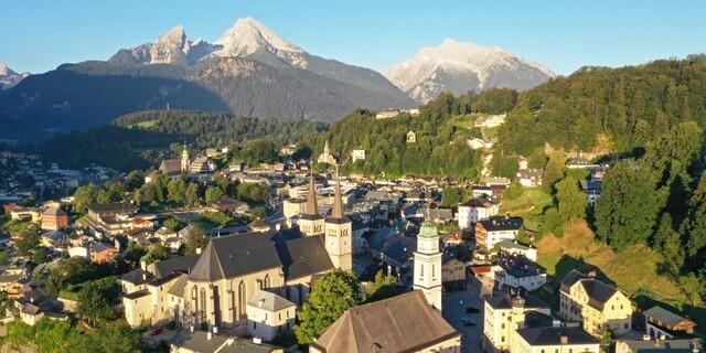 Spektakulärer erster Blick von Berchtesgaden auf den Watzmann. Foto: Thorsten Brönner