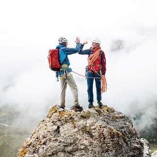 Mit Bianca Schöferle beim Training in den Dolomiten. Foto: Deuter