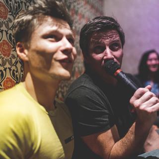 Mit der Mannschaft beim Karaoke in Tokio. Foto: DAV/Klaus Listl