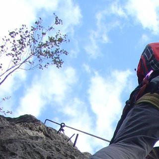 Kombiniertes Steigen im Fels und auf Trittsprosse