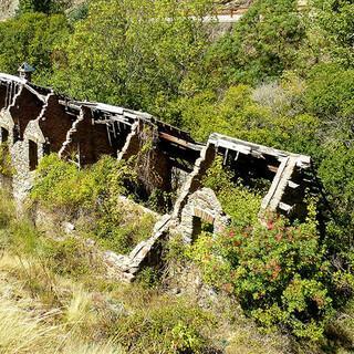 Historisch: An den verfallenen Minen von Estrella führt der Weg zum Mulhacen vorbei. Foto: Josef Schlegel