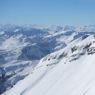 Mittagsspitze - Über die wilden Nordabstürze der Mittagsspitze geht der Blick vom Klippern bis zum Säntis.