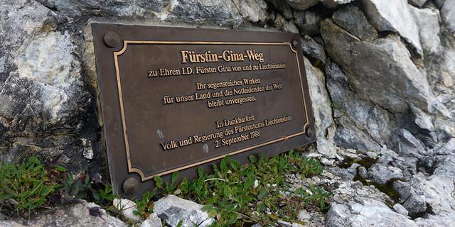 Der Fürstin-Gina-Steig verläuft auf rund 2000 Meter Höhe als Grenzweg zwischen Liechtenstein und dem österreichischen Vorarlberg. Foto: Ute Watzl
