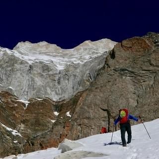 Am Zustieg zur gewaltigen Südwand. Foto: Michi Wärthl