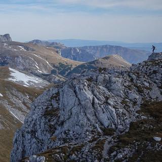 Grund genug für eine weitere weite Reise in den Osten der Alpen: das eindrucksvolle Hochplateau mit dem Hochschwabgipfel, gesehen vom Ebenstein. Foto: Axel Klemmer