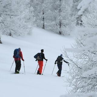 Tiefverschneite Winterlandschaften machen den Aufstieg zum Genuss. Foto: Stefan Herbke