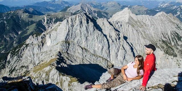 Blick vom Sonnjoch nach Norden auf die prallen Felsen der Schaufelspitze und die Vorberge. Foto: Heinz Zak