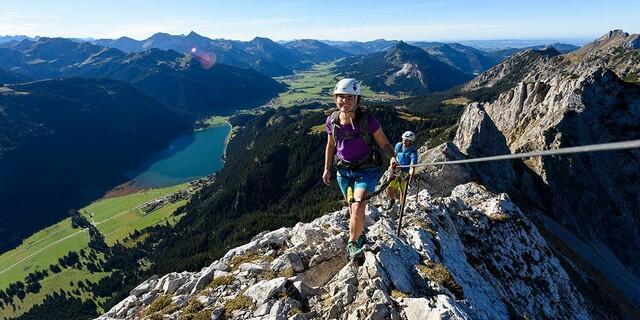 Klettersteig in luftiger Höhe, Foto: DAV/Wolfgang Ehn