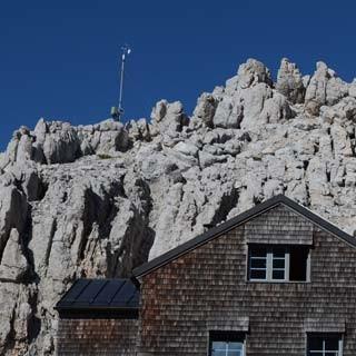 Klettererquartier mit großer Aussicht: Die Meilerhütte ist mit die höchste im Wetterstein.