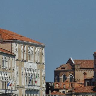 Venedig - Geschafft: Auf den Wasserstraßen von Venedig hat das Rad Zwangspause.