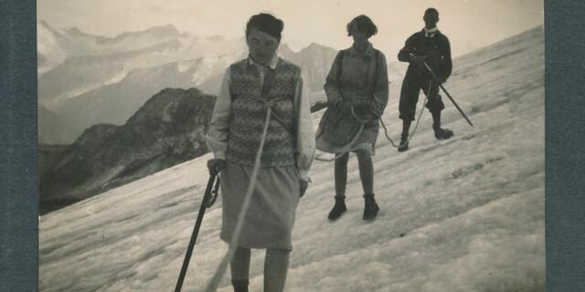 Auf dem Federbettkees (Zillertaler Alpen), 1929. Aus dem Familienalbum von Helmuth Bachrach-Barée