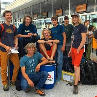 Das Team am Flughafen München. Foto: Finn Koch