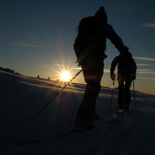 Stimmungsvolle Stunden auf Skiern, Allgäu, Bayern, Deutschland