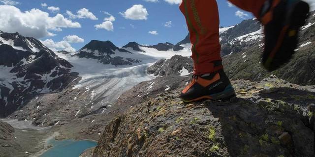 Aufwärts Richtung Höhepunkt: Viel Aussicht bietet der Anstieg zum Becherhaus. Foto: Stefan Herbke