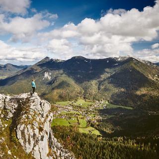 Blick vom Leonhardstein auf Kreuth. Foto: Tegernseer Tal Tourismus / Urs Golling