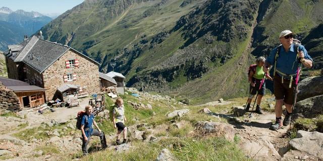 Alpenvereinshütten bieten Erholung für müde Bergsteiger. Foto: DAV/Thilo Brunner