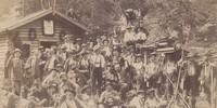 Feier vor der Angerhütte, der späteren Reintalangerhütte, anlässlich einer Besteigung der Zugspitze zur Eröffnung des Schlafhauses der Knorrhütte, 1892. Archiv des DAV, München