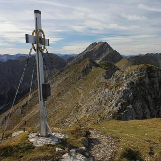 So schneefrei wie am 4.10. wird sich der Kuchelberggrat (Ammergauer Alpen) am Wochenende mit Sicherheit nicht präsentieren. Foto: Pröttel