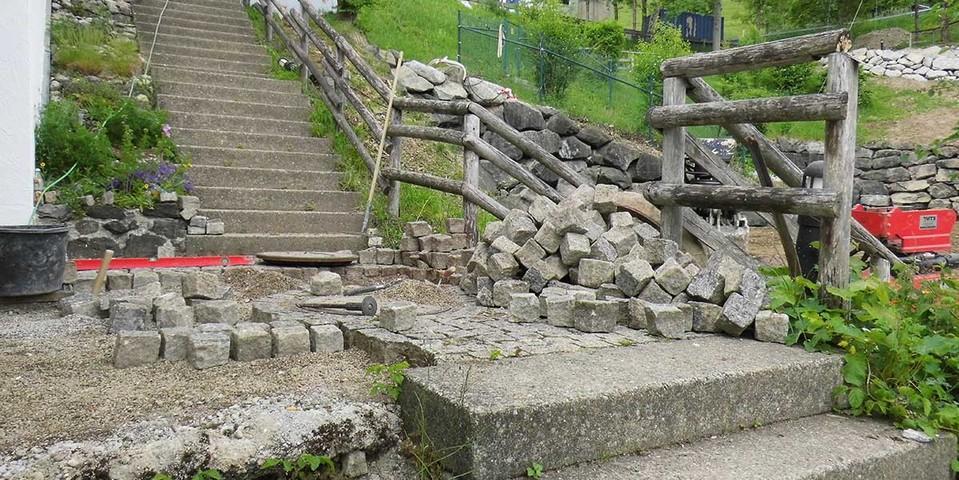 Vorbereitung für den neuen Abgang zum Kräutergarten, 04.06.2020; Foto: Jubi/ Leonard Güntner