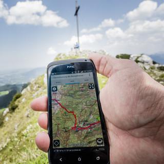 Die App alpenvereinaktiv verwandelt das Smartphone in eine digitale Karte. Foto: DAV/Hans Herbig