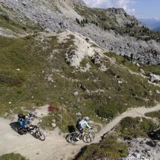 Anspruchsvolles Biken mit alpinem Flair. Foto: Xaver Frieser
