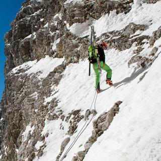 … die auch die Schlüsselstelle der 60-Meter-Abseilstrecke nicht scheuen… Foto: Thilo Brunner