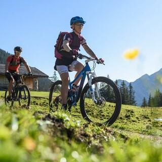 Biken in den Bergen, Foto: DAV/Wolfgang Ehn