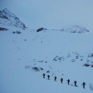 Gemeinsamer Skitourenanstieg. Foto: Archiv Jubi