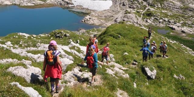 Schüler*innen auf hochalpiner Bergwandrung im Allgäu&#x3B; Foto: Lena Behrendes