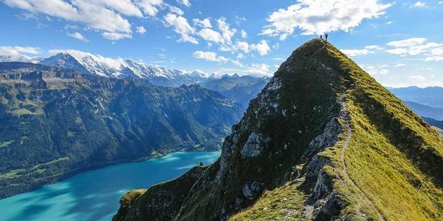 Warum wir in die Berge gehen? Wer es nach der Begehung des Brienzergrates nicht weiß, wird's wohl nie kapieren. Foto: Ralf Gantzhorn