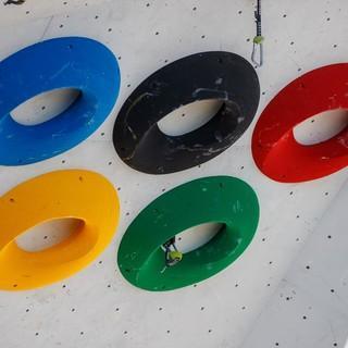 Olympische Ringe als Klettergriffe, Foto: DAV/Marco Kost
