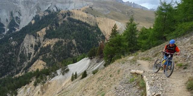 Tag 7: Die Extraaufgabe auf dem Grande Randonnée (GR) 57 nach dem Aufstieg zum Col de Thures erschließt einen schönen Singletrail zum Col de l'Échelle.