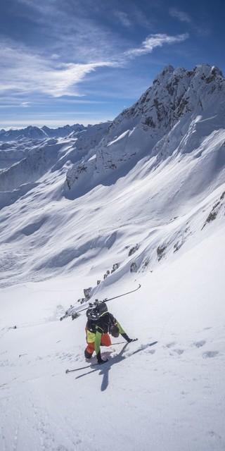 Auch Erfahrung im Skitourengehen sollte mitgebracht werden. Foto: Silvan Metz