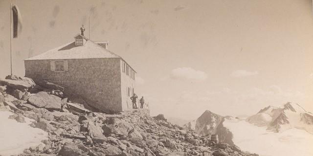 Die Standorte der Hütte wurden immer spektakulärer. Das Becherhaus in den 1890er Jahren. Archiv des DAV, München