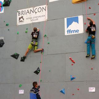Kevin Bartke (li.) und Nils Helsper beim Paraclimbing Cup in Briancon.