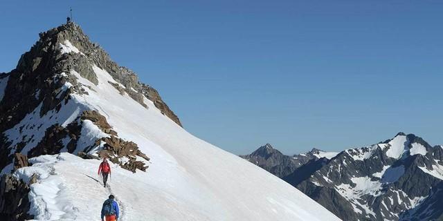 Das Beste kommt zum Schluss: Selbst den Wilden Freiger überschreitet man gletscherfrei. Foto: Stefan Herbke
